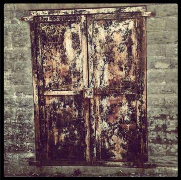 door_rusted_door_instagram_thelastkrystallos