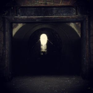 tunnel_dark_the_last_krystallos