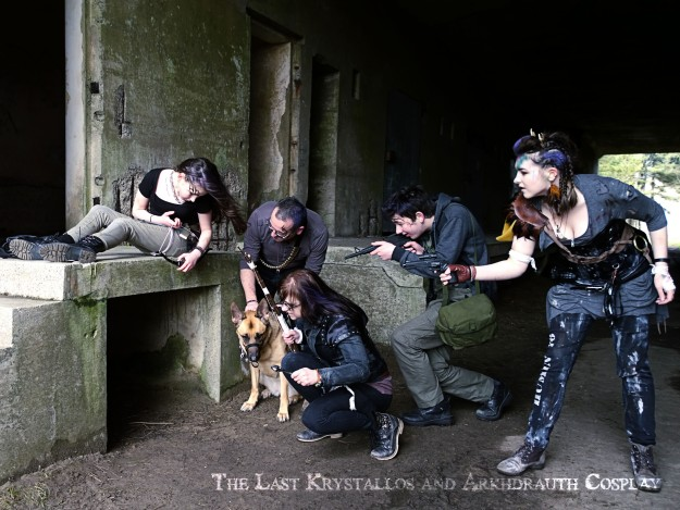 dystopian, post apocalyptic, photoshoot, family photo, family portrait, the last krystallos, arkhdrauth cosplay,