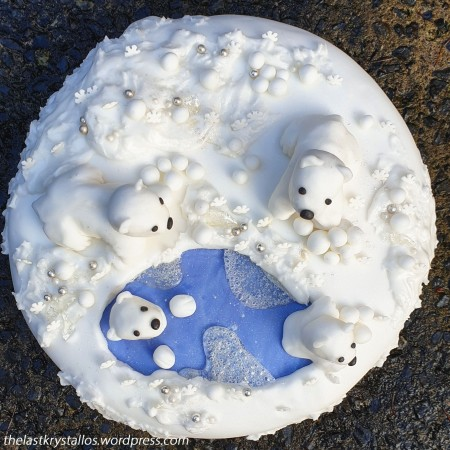 Polar Bear snowball fight Christmas Cake - the last krystallos.